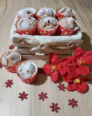 Questi muffin con ricotta fresca di pecora sono caratterizzati da un gusto e  da una consistenza molto simile alle classiche pardule o formaggelle, un  dolce